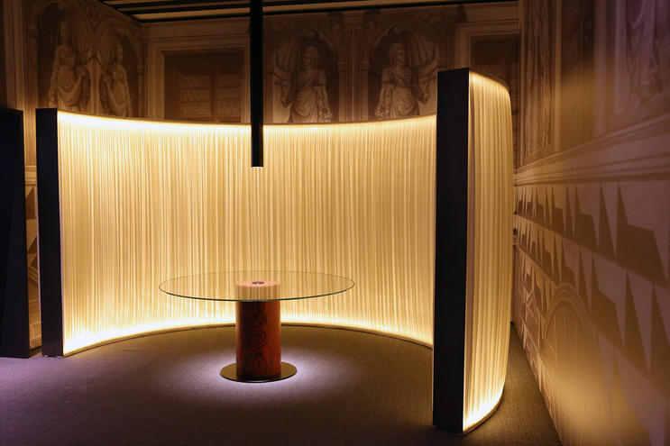 Room #11, Accueil - a large lamp that acts as an illuminated wall, by Piero Lissoni. Ph. credits Vincenzo Lombardo