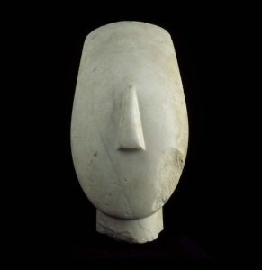 Head of a female statue of the 'idol with crossed arms' type